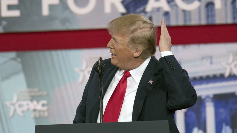 """""""Sieht wie ein normaler Mensch aus"""": Internet spottet über Foto von haarlosem Trump ohne Bräune"""