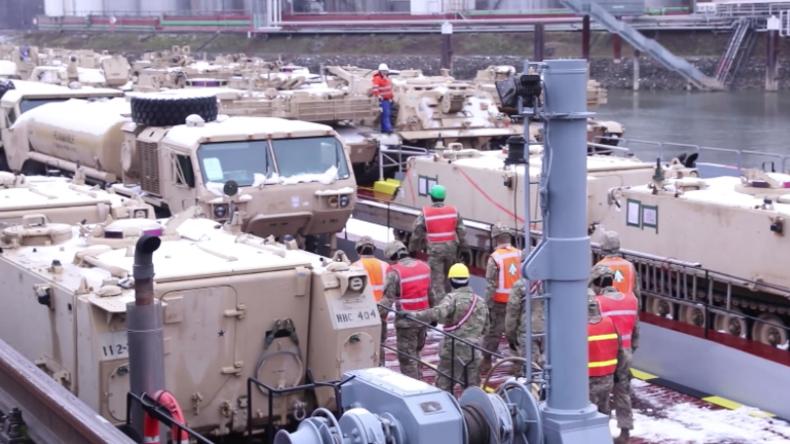 Nach Ankunft von vier Schiffen mit US-Militärgerät in Belgien – Kettenfahrzeuge erreichen Mannheim