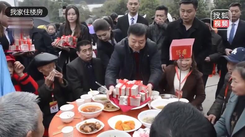 Chinesischer Millionär kehrt in Heimatstadt zurück und verteilt über eine Million Euro an Bewohner