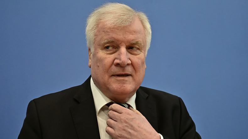 Seehofer prüft: Dürfen Beamte bald keine Parteimitglieder mehr sein?