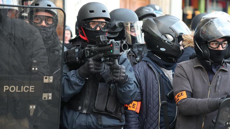 Frankreich: Frau verliert Auge durch Granate der Polizei (Video)