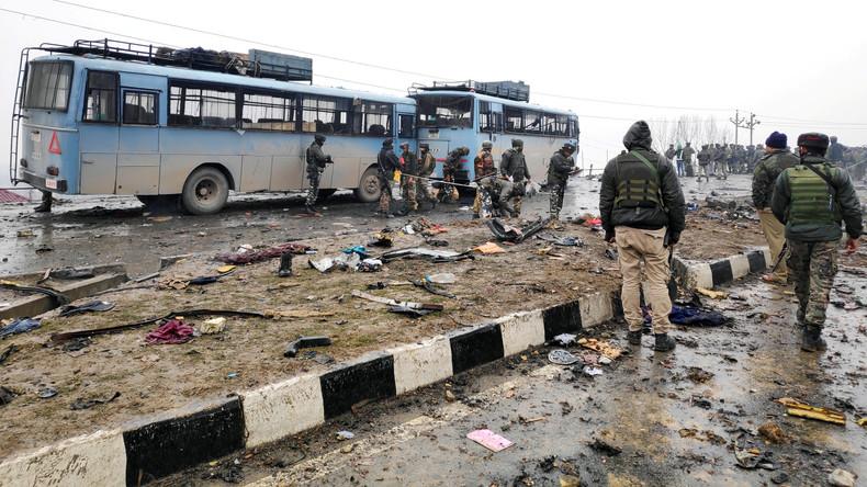 Anschlag auf indische Sicherheitskräfte in Kaschmir: mindestens 40 Tote