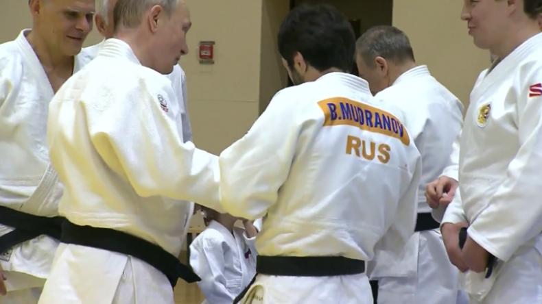 Meistergrad trifft Meistergrad: Putin verletzt sich beim Sparring mit Olympiasieger am Finger