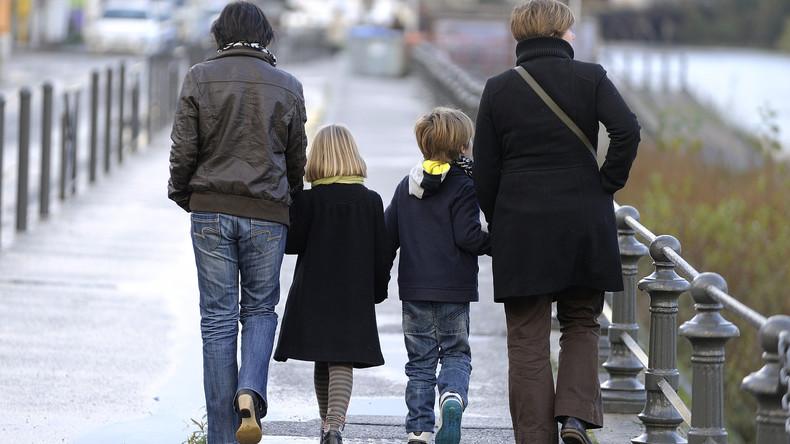 """Französische Schulen ersetzen Mutter und Vater durch """"Elternteil 1"""" und """"Elternteil 2"""""""