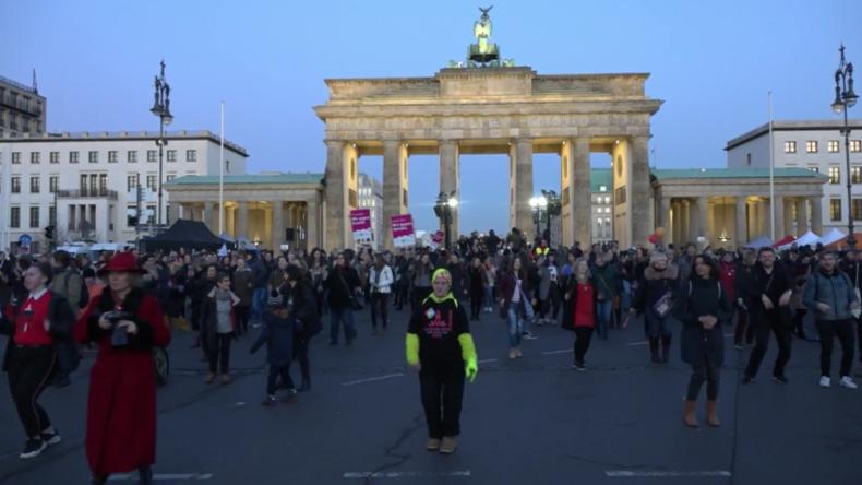 Deutschland: Berliner Tanzdemo protestiert gegen sexuelle Gewalt gegen Frauen
