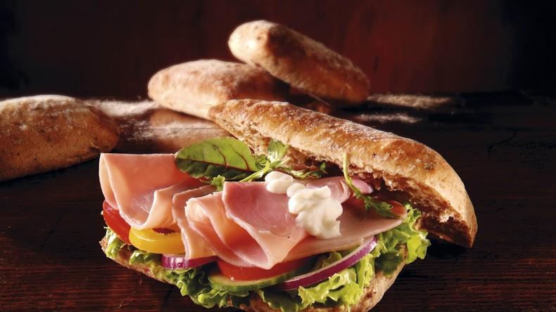 Slowenien: Abgeordneter prüft Aufmerksamkeit von Verkäufern und stiehlt Sandwich – Rücktritt