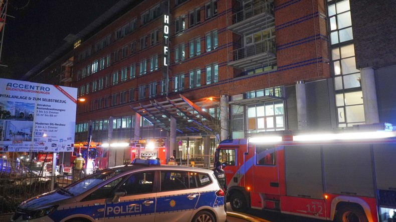 Berliner Feuerwehr rettet sechs Menschen aus brennendem Hotelzimmer