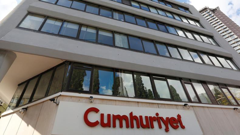 """Türkei: Führende Ex-Mitglieder von """"Cumhuriyet"""" müssen ins Gefängnis"""