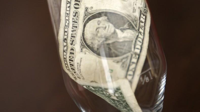 US-Polizist bringt Kellnerin zum Weinen – 100 Dollar Trinkgeld für künftige Mutter