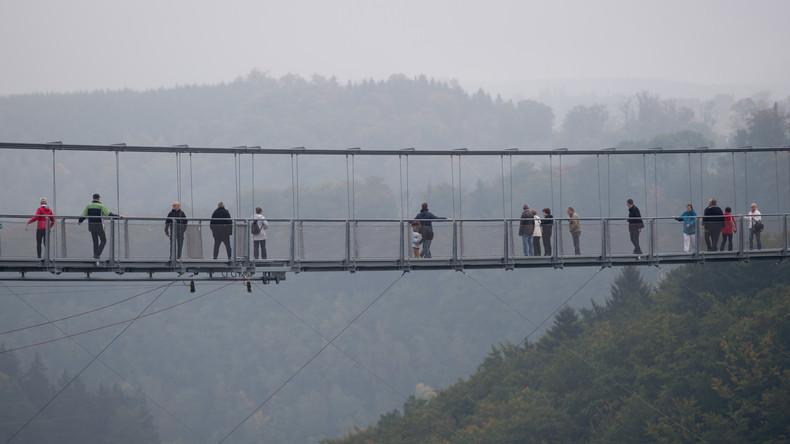 China: Seilbrücke stürzt ein – mit sechs Menschen darauf