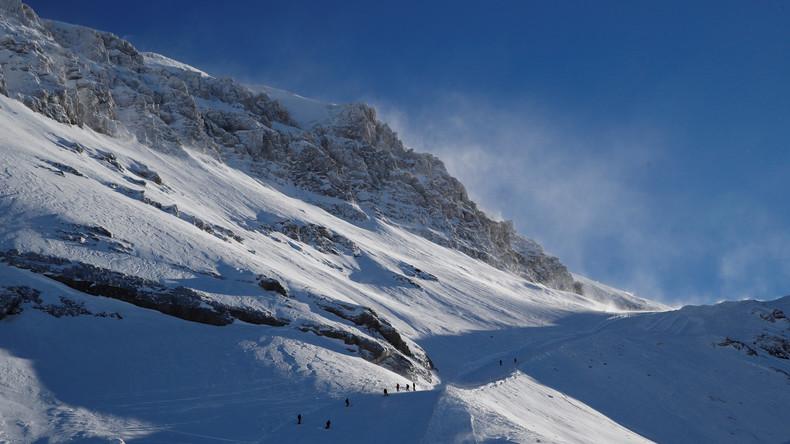 Mehrere Menschen durch Lawine in Schweizer Alpen verschüttet