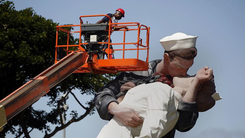 #MeToo-Graffito auf Kussstatue in Florida – Behörden schätzen Schaden auf 1.000 Dollar