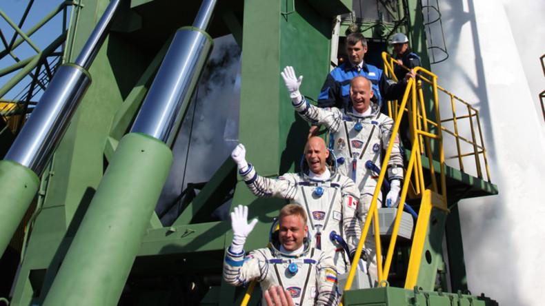Verträge unterzeichnet: Russischer Raumfahrtkonzern bringt 2021 weitere Touristen ins All