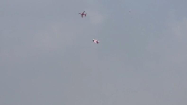 Kunstflug der indischen Luftwaffe: Tödliche Kollision auf Video festgehalten