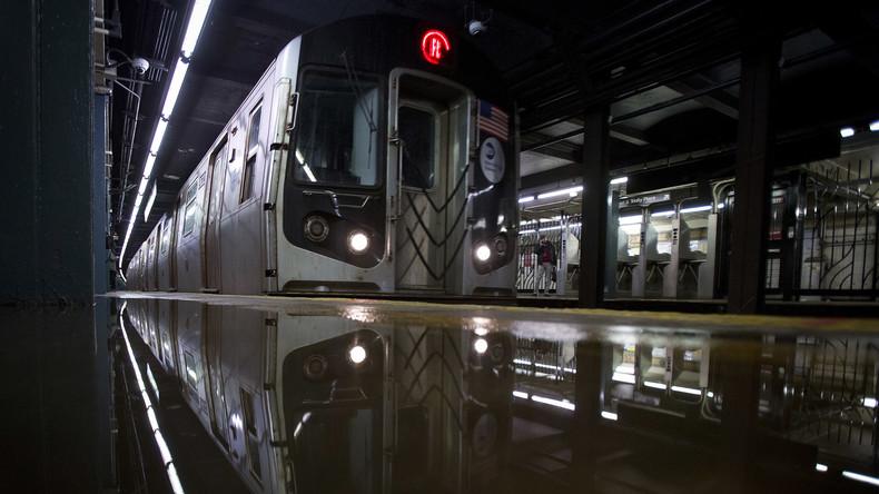 New Yorker U-Bahn zieht Mann in Tunnel - tot