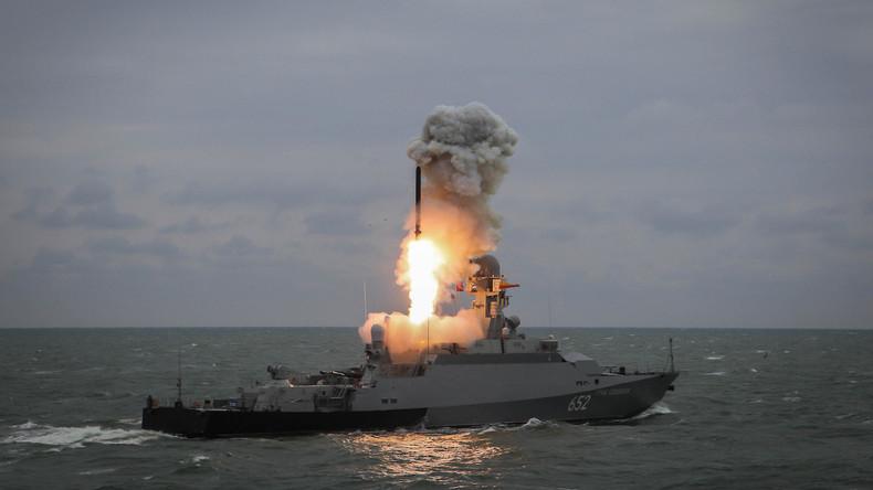 """Schoigu: Russlands neue Waffen """"hundertmal billiger"""" als ausländische Äquivalente"""