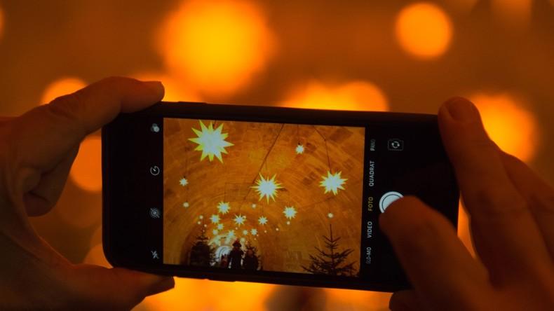 Taiwanesin brennt sich Mikrolöcher ins Auge – mit zu hellem Smartphone-Bildschirm