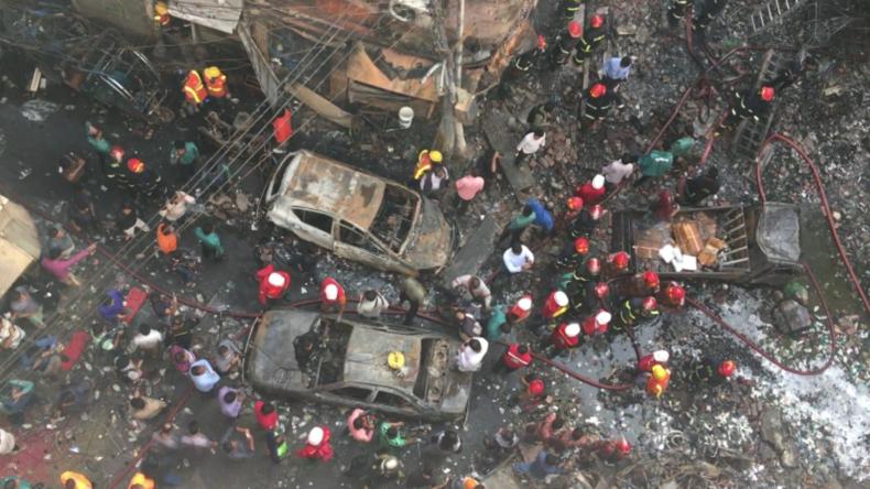 Bangladesch:  Nach tödlichem Brand gehen die Rettungsarbeiten weiter