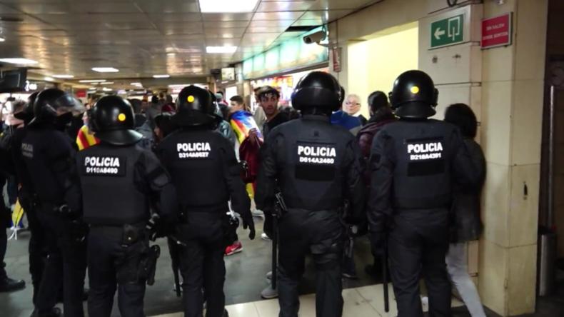Spanien: Polizei und Studenten geraten in Barcelona bei U-Bahn-Blockade aneinander