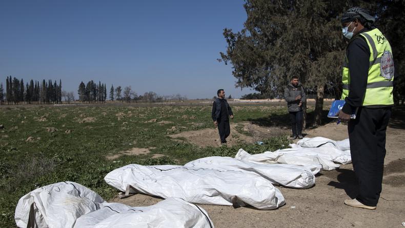 Mindestens 3.500 Leichen: Bisher größtes IS-Massengrab außerhalb von Rakka entdeckt