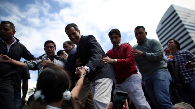 Guaidó unterzeichnet erstes vermeintliches Präsidialdekret