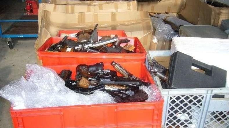 Niedersachsen: Mann hortet 1.000 Schusswaffen in Wohnung