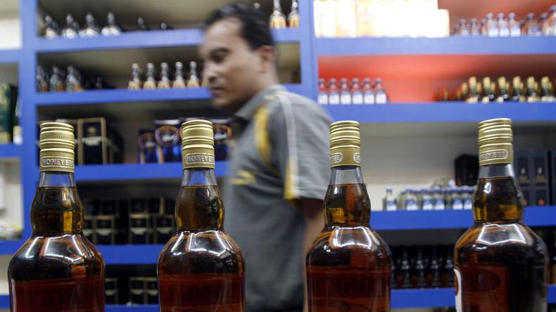 Schon 50 tote Tee-Arbeiter in Indien durch gepanschten Alkohol