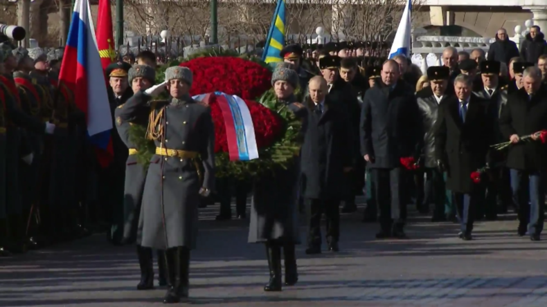 Russland: Putin begeht den Tag des Verteidigers des Vaterlandes am Grab des unbekannten Soldaten
