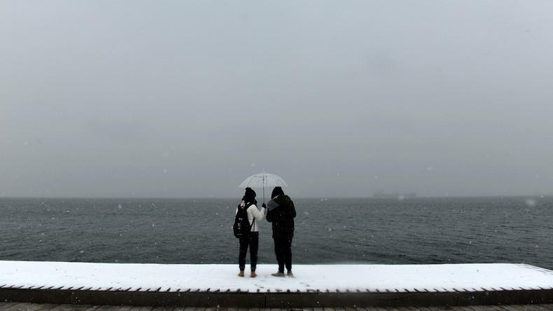 Sturm in Griechenland unterbricht Fährverbindungen