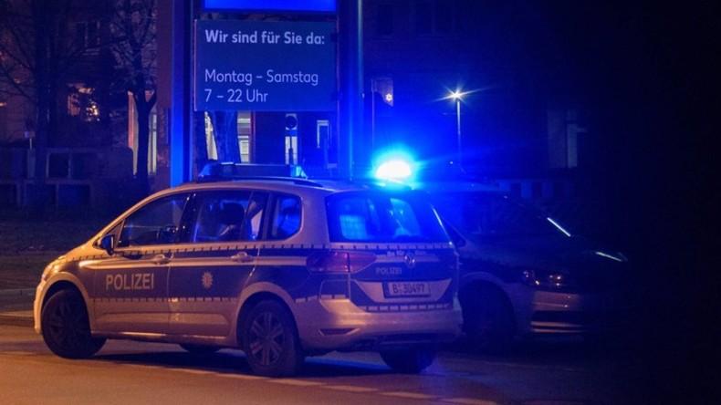 Betrunkener Fahrer fragt nach Drogen – Passant ruft Polizeibeamte