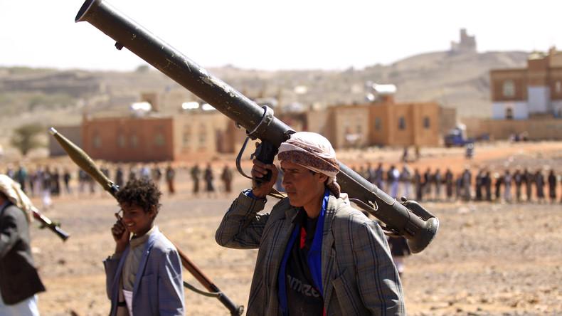 Huthi-Rebellen präsentieren abgestürzte deutsche Drohne im Jemen (Video)