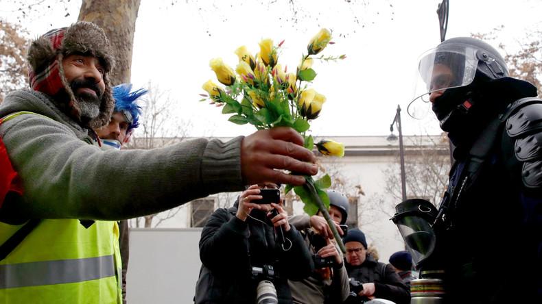 Gelbwesten und Polizei: Liebe statt Hiebe