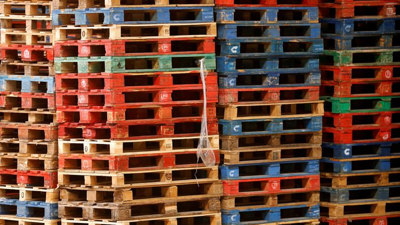 Irrsinn um Holzpaletten: Großbritannien kann nach hartem Brexit kaum Waren in EU liefern
