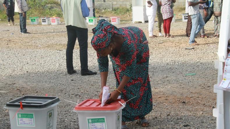 Präsident Buhari gewinnt Nigeria-Wahl – Opposition ficht Ergebnis an