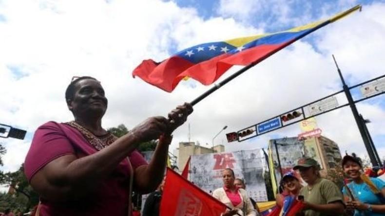 LIVE aus Caracas: Massendemo zur Unterstützung von Maduro und Erinnerung an Caracazo-Massaker