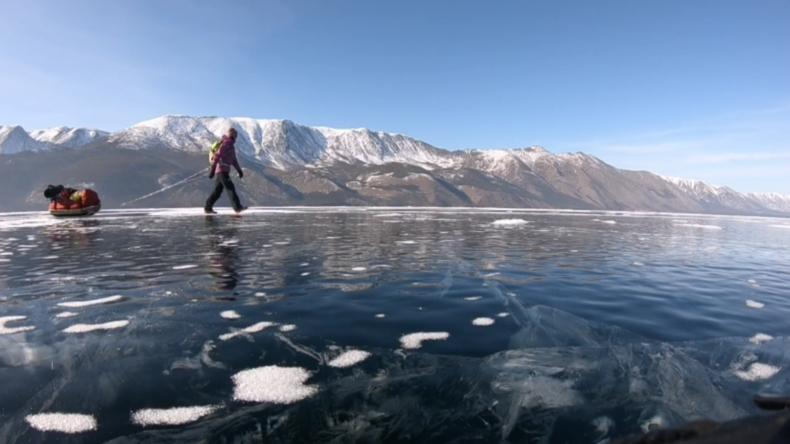 Russland: Schwedische Abenteurerin absolviert 15-tägige Wanderung über den Baikalsee