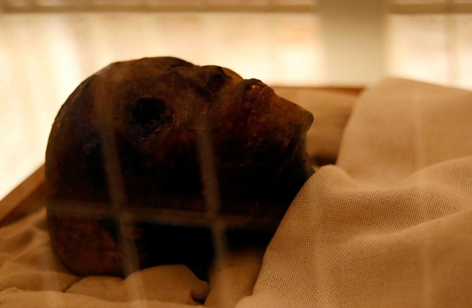 Tutanchamuns Grab nach Renovierung wieder offen - Geheimnis von braunen Flecken geklärt