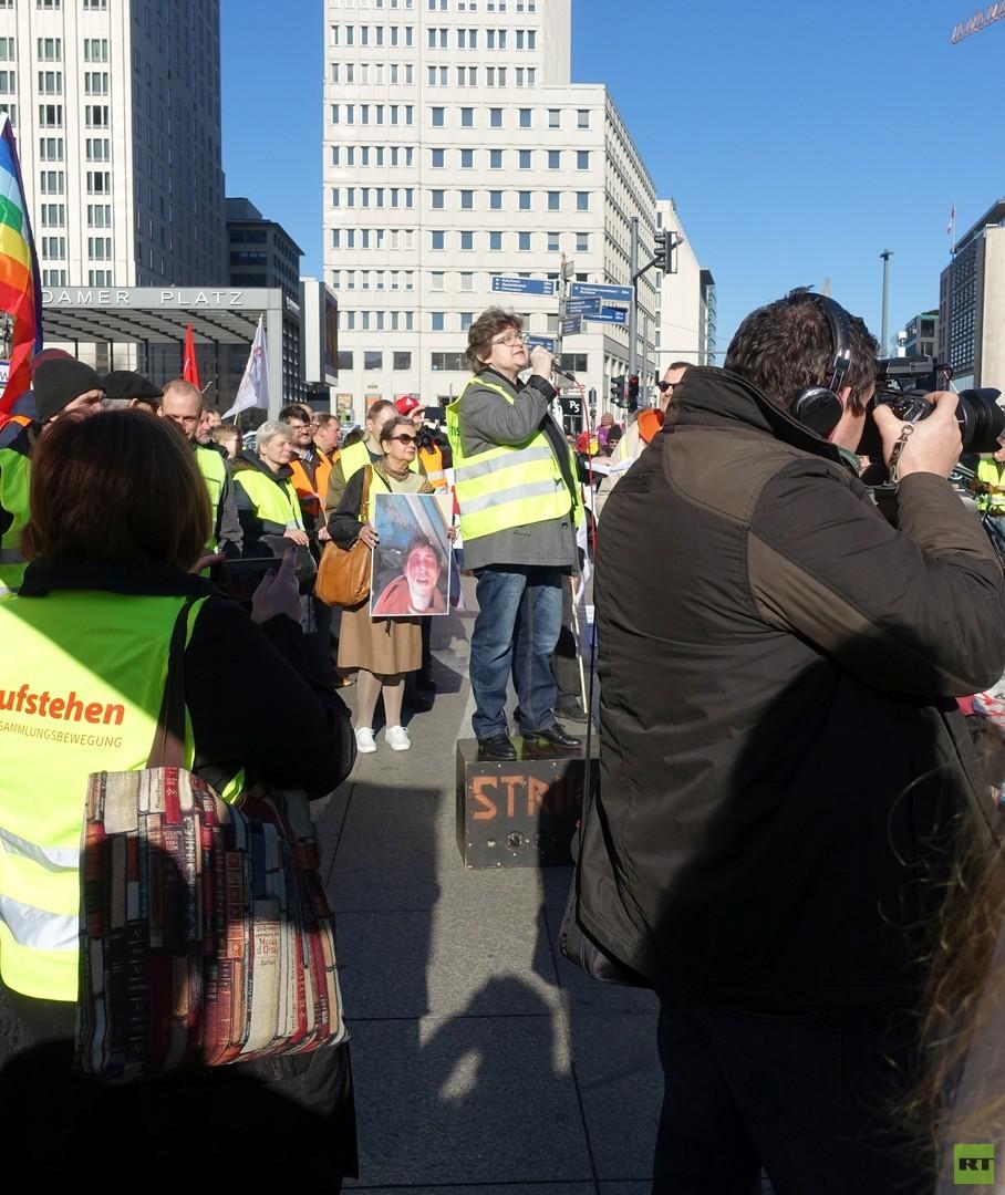 """Impressionen von der ersten """"Buntwesten""""-Demo in Berlin"""