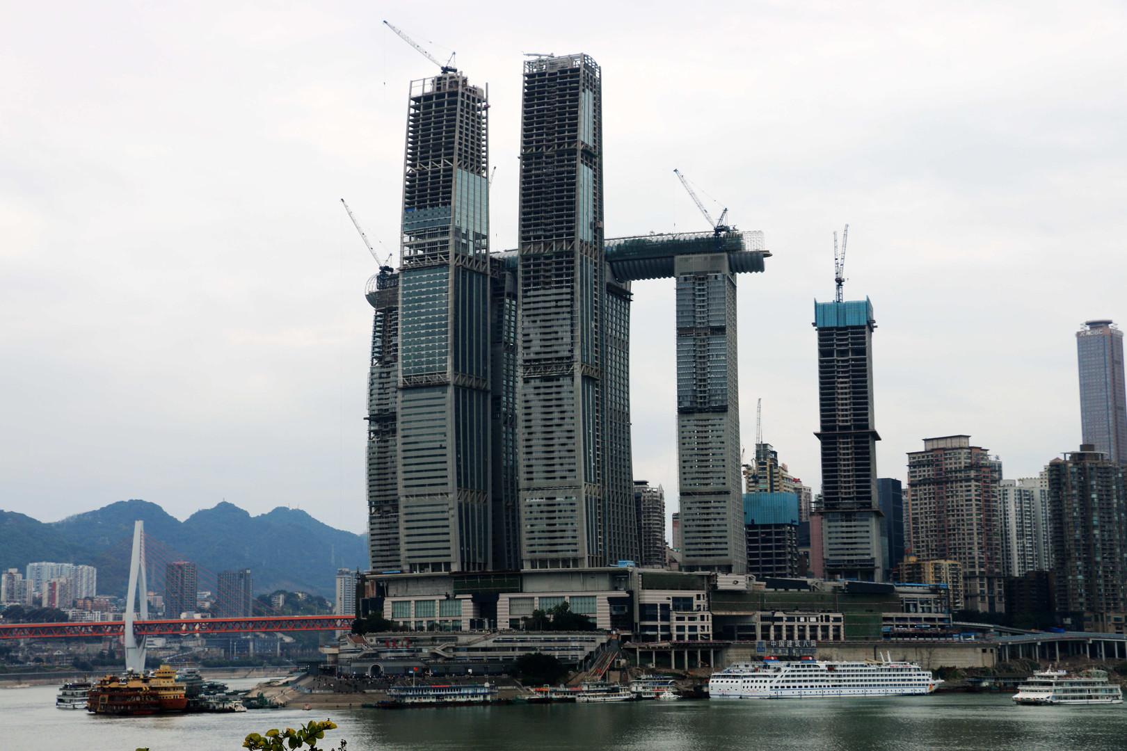 """""""Himmelsbrücke"""": Chinas horizontaler Wolkenkratzer steht kurz vor Fertigstellung"""