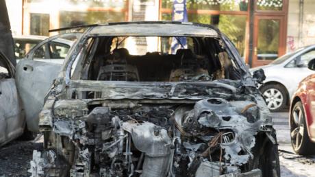 Ausgebranntes Auto in Berlin (Symbolbild)