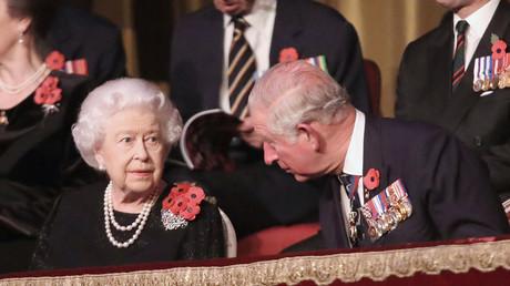 Die britische Königin Elisabeth II. und ihr Sohn Prinz Philip, Prinz von Wales.