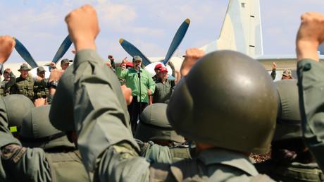 Venezuelas Präsident Nicolas Maduro bei einer Zeremonie während militärischer Übungen auf der Libertador Air Base.