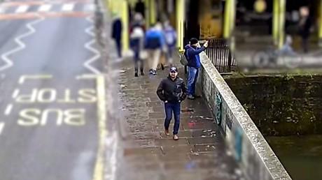 Werden von den britischen Behörden des Attentats auf die Skripals bezichtigt: Alexander Petrow und Ruslan Boschirow während ihres Aufenthalts in Salisbury.