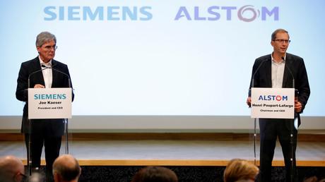 Henri Poupart-Lafarge, Chairman und Chief Executive Officer von Alstom, und Joe Kaeser, President und CEO von Siemens, während einer Pressekonferenz, bei der sie Pläne zu einer Fusion ihrer Unternehmen präsentierten, Paris, Frankreich, am 27. September 2017.