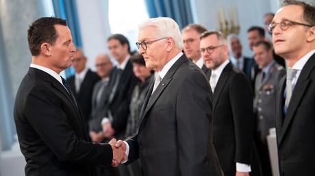 Bundespräsident Frank-Walter Steinmeier empfängt US-Botschafter Richard Grenell nur einen Tag nachdem Grenells Drohbriefe an deutsche Unternehmen veröffentlicht wurden.