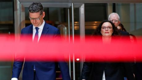 (Archivbild) Die SPD-Vorsitzende Andrea Nahles und der SPD-Spitzenkandidat Thorsten Schaefer-Guembel in Berlin am 29. Oktober 2018.