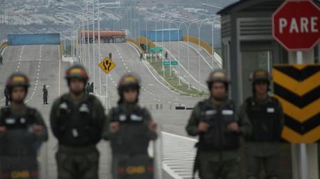Venezolanische Grenzbeamte bewachen den Tienditas-Grenzübergang, der bereits seit über einem Jahr von Kolumbien blockiert wird.