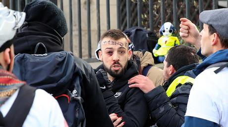 Ein verletzter Demonstrant während einer Demonstration der Gelbwesten-Bewegung in Paris, 9. Februar 2019.