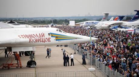 Strategischer Schwenkflügel-Überschall-Bomber Tu-160 während einer Flugschau bei Moskau, 2017.