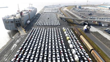 Automobile des Herstellers Volkswagen im Hafen von Emden, 19. Februar 2019
